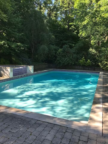 Sun, shade, fun - Private pool/landscaped backyard