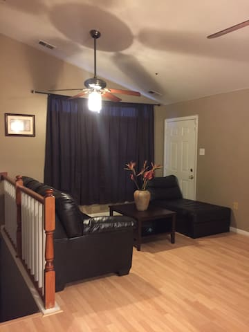 Cozy 2 Bedroom 2 Bath Condo Near MGM & Natl Harbor