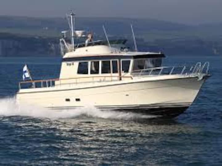 Bodø havn-sentralt-  bo i eksklusiv båt - Targa 44