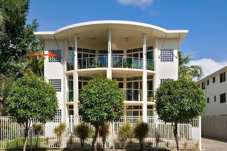 Beach Haven - Beachfront Apartment - Private Room - Yorkeys Knob - Byt