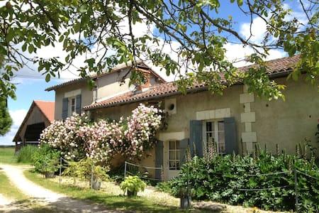 Charming Farmhouse near Aubeterre
