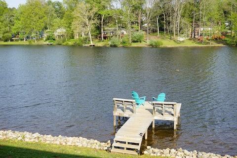 Shamrock Lakefront Retreat - Hidden Gem