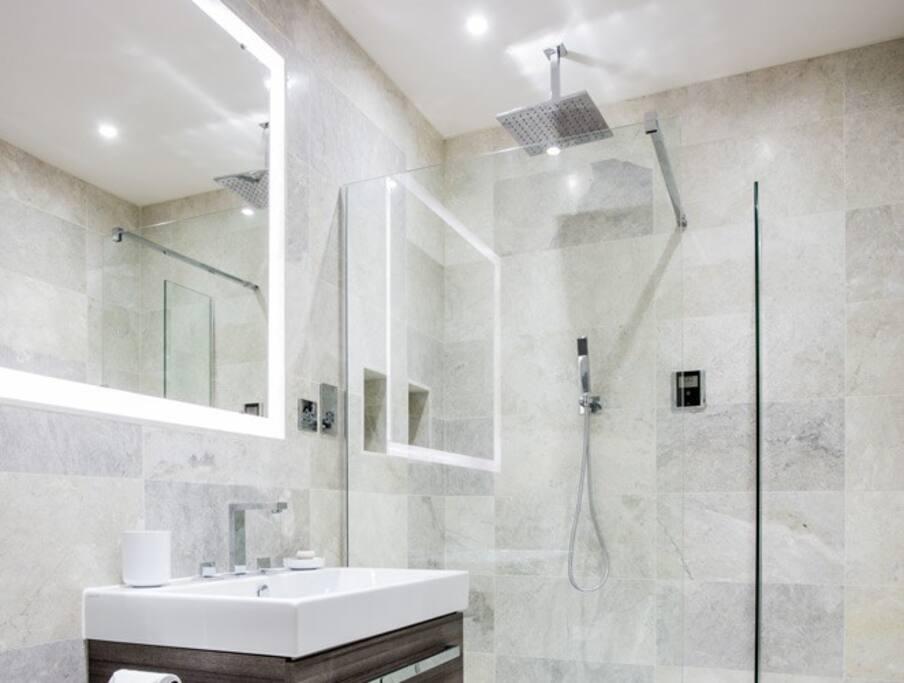 Luxury marble bathroom.