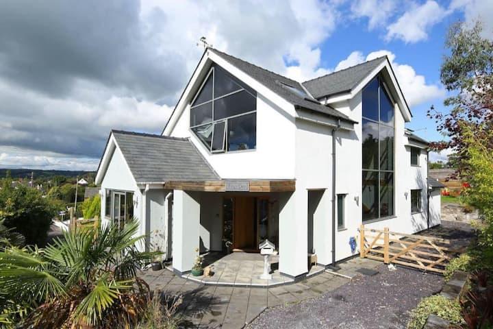 Modern Luxury, Spacious House - near Cardiff