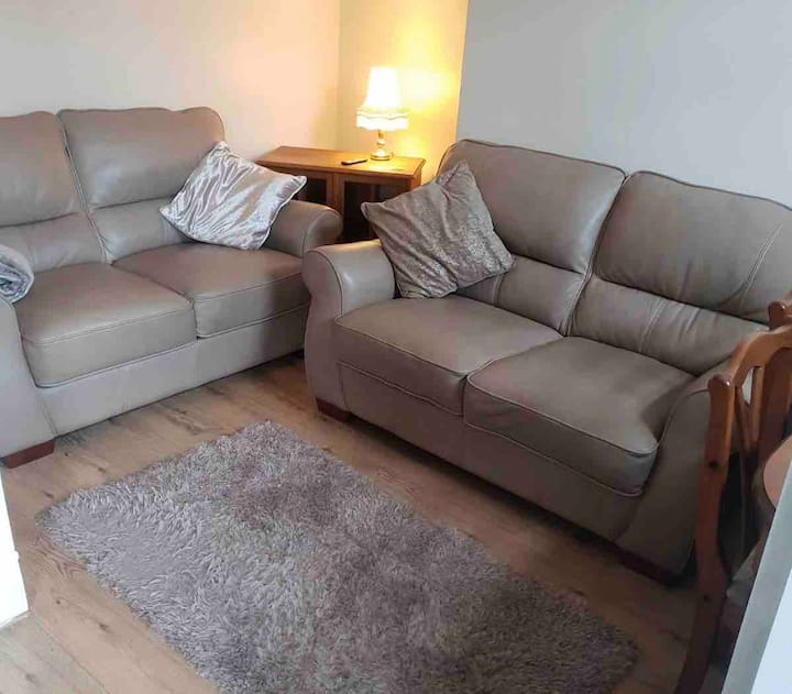 King size bedroom 10mins to Leeds city centre