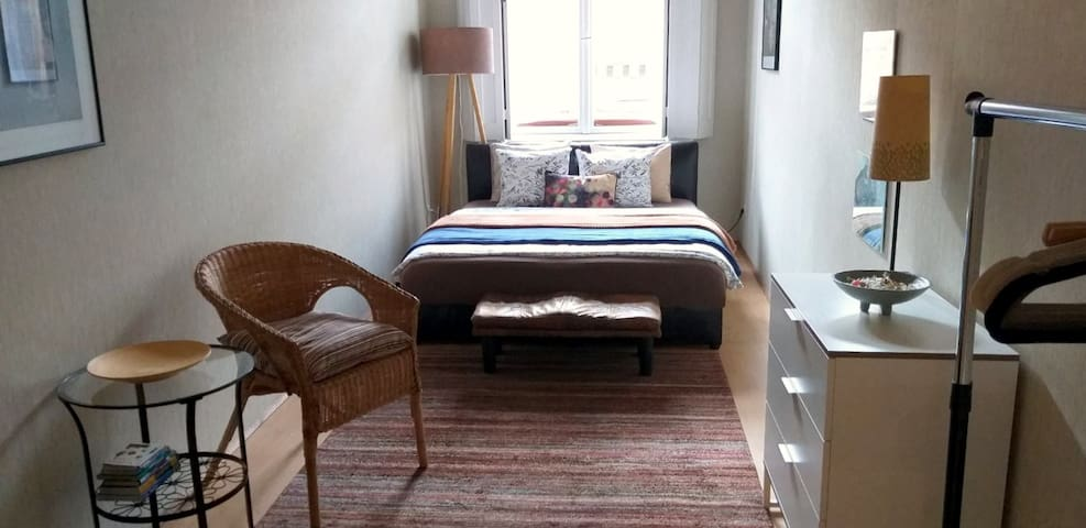 Cosy small1bdroom Apt at GrandMarket-free A/C&WIFI