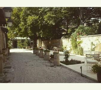 Belle maison en pierres provençales - Mouriès