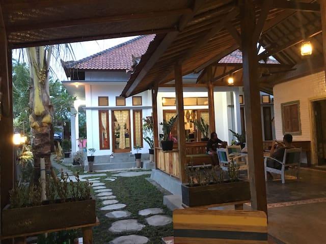 Medewi Secret Surf Camp - Pekutatan - Apartment