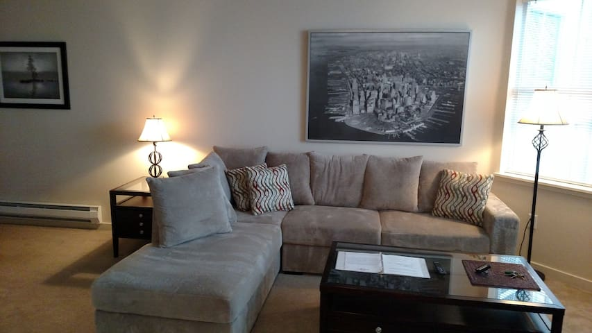 Beautiful Two Bedroom - Near BSU and Downtown - Boise - Apartment