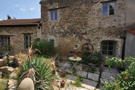 Authentic French home in vineyards - Donazac