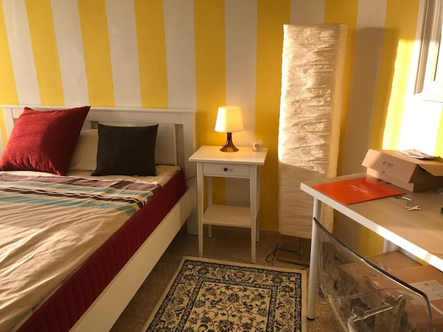 New Great Location king size bed fast Internet