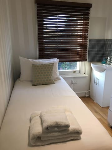 Great Single bedroom in West Kensington - Edith 16