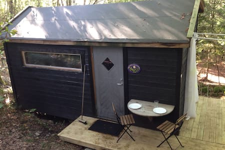 Wooden 13m2 room , outdoor shower. - Lillesand - Bungalow