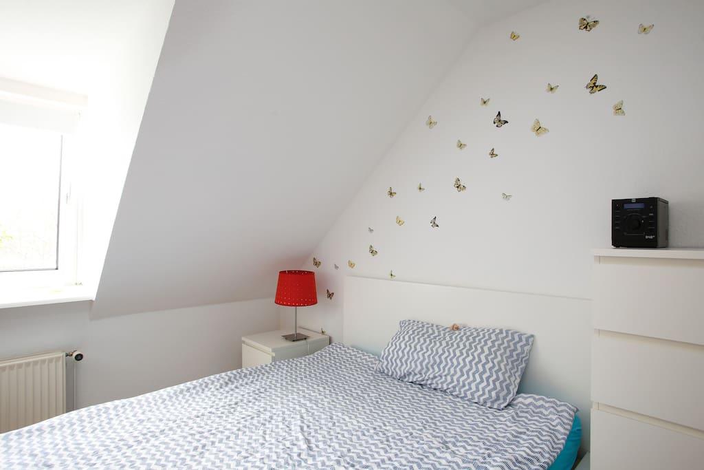 Schlafzimmer mit Bett 1/Sleeping Room with Bed No.1