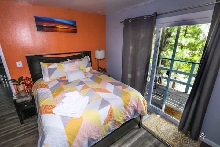 Southern Pines-Sunset Room- Clean, gr8 location.