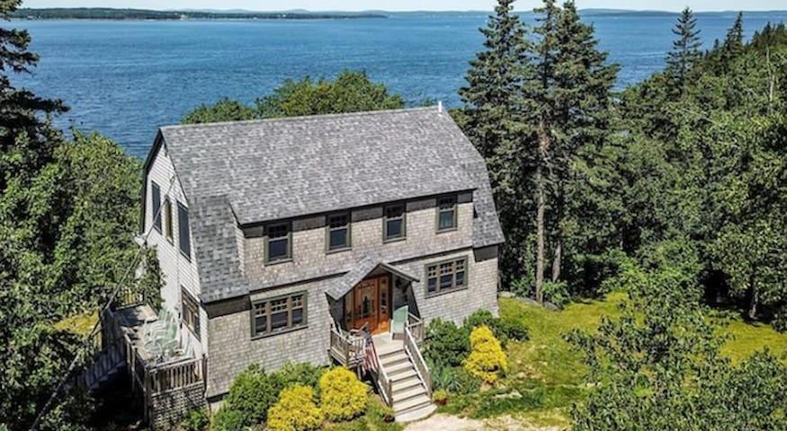 Stunning Oceanfront Historic Cottage near Acadia