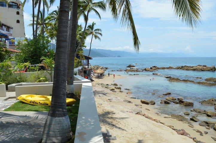 Luxury Beachfront Villa, Private Pool, Full Staff