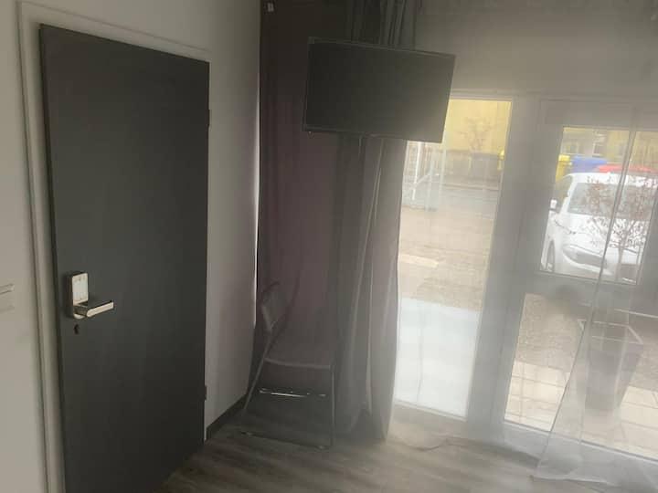 Single Glas-Room Easy Acces