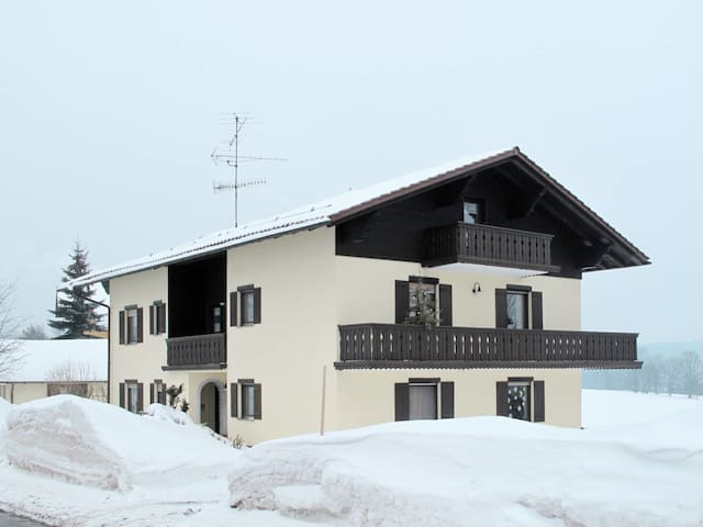 Lovely apartment in a holiday house surrounded by a large meadow and with open views of the countryside