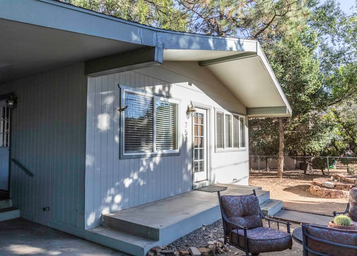 60's Modern Home - Near Rodeo, Downtown, Hospital