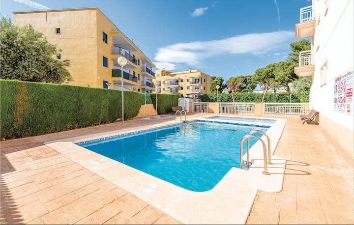Stunning apartment in Oropesa del Mar with Outdoor swimming pool, Outdoor swimming pool and 2 Bedrooms