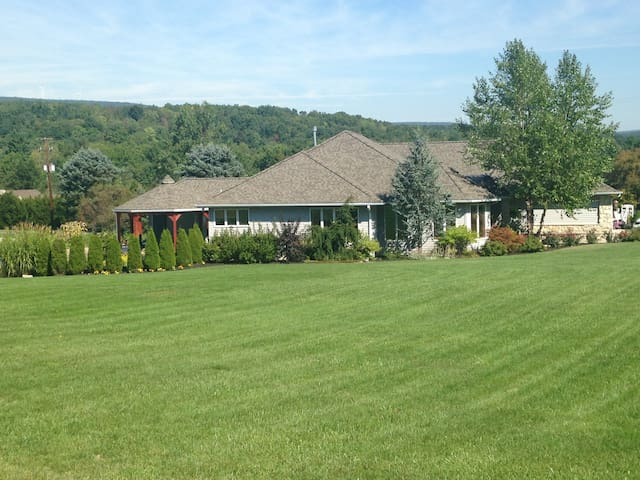 Penn State Football Family Ranch Style Home - Tyrone - Casa