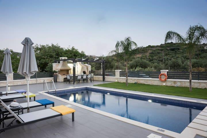200 m from the Beach & Restaurants, villa Azalea - Chania - Villa