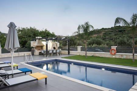 200 m from the Beach & Restaurants, villa Azalea - Chania