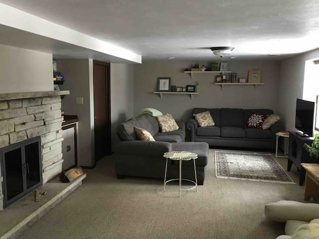 Riverfront View! Close to Downtown, EAA, Packers
