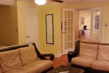 Studio/1 bed apt priv kitch,bath,parking,entrance - Fair Lawn - Pis