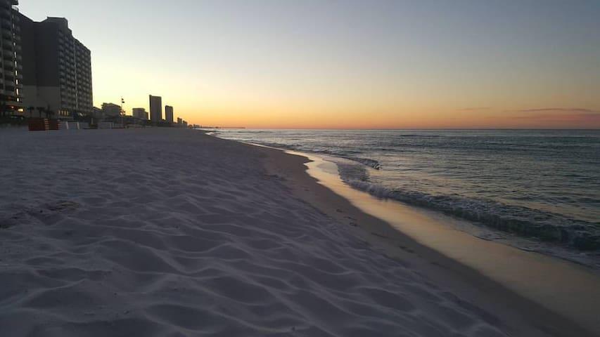 LOCATION LOCATION LOCATION! West-end of beach! - Panama City Beach - Selveierleilighet