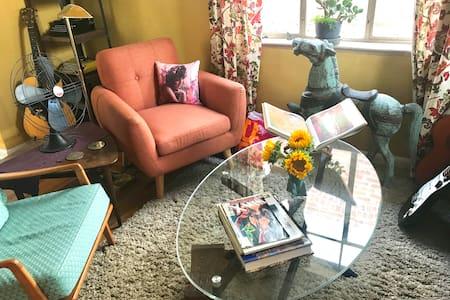 LoHi Art Cottage- A Comfy Semi-Urban Oasis