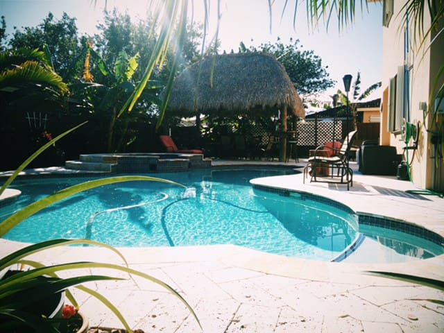 Private oasis between the keys and MIA Airport. - Homestead