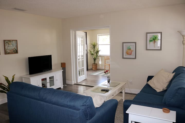 Available for Booking! On Bike Trail, Near Beaches