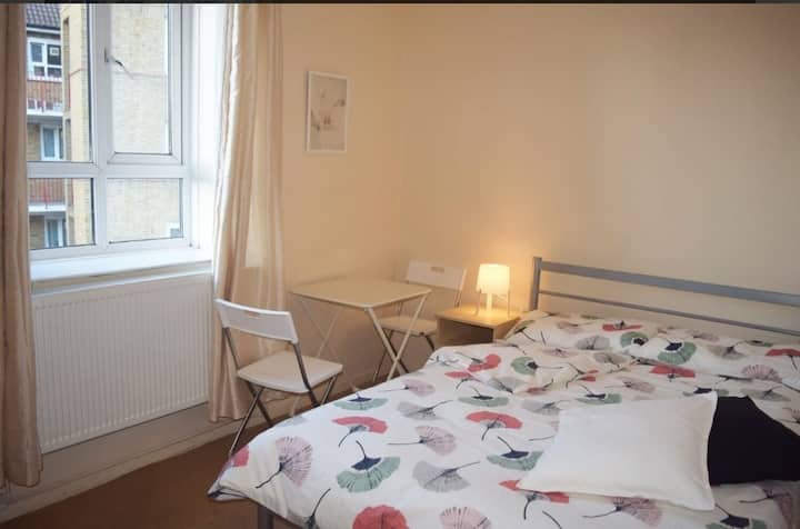 Cosy spacious room in Hammersmith!