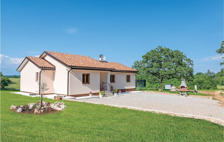 Holiday cottage with 3 bedrooms on 97m² in Zminj