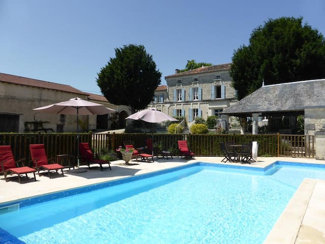 MANOIR SOUHAIT COTTAGE VERGER PISCINE ET JACUZZI