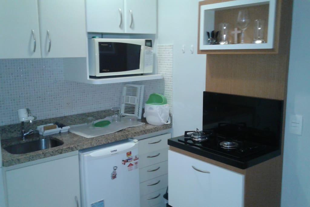 Cozinha com Frigobar, Microondas, Fogão