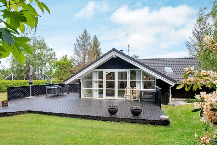 Modern Holiday Home in Væggerløse with Barbecue