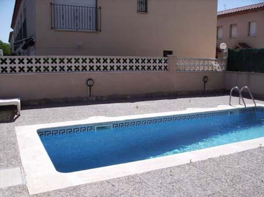 Apartamentos korinto cambrils con piscina i aire for Piscina cambrils