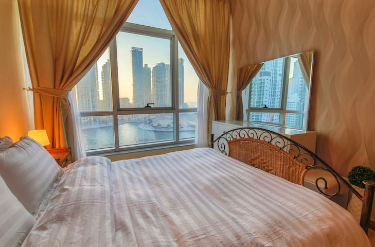 High End Sea View in Dubai Marina, Balcony & Pool