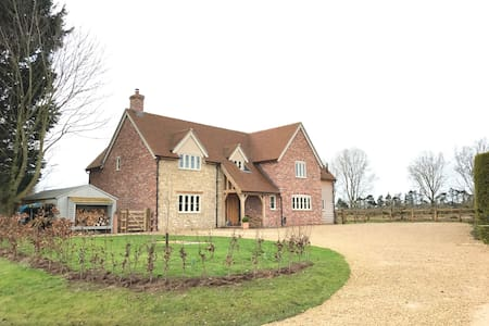 Beautiful oak framed farmhouse - Fyfield  - Dom
