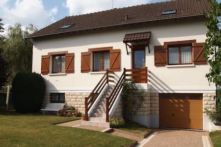 Добро пожаловать во Францию! - Sonchamp - 一軒家