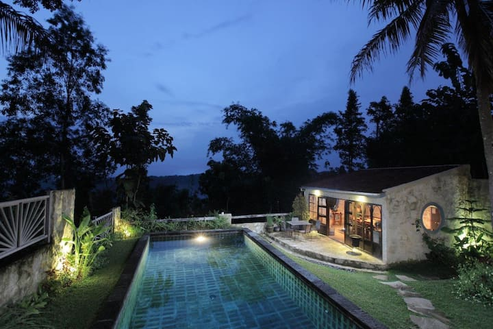 Villa Sunset 2bedrooms French style - yogyakarta - Huvila