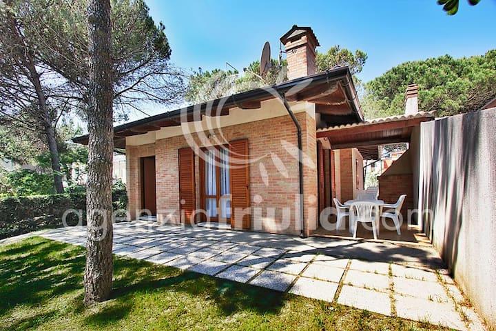 Villa Frontemare con ampio giardino