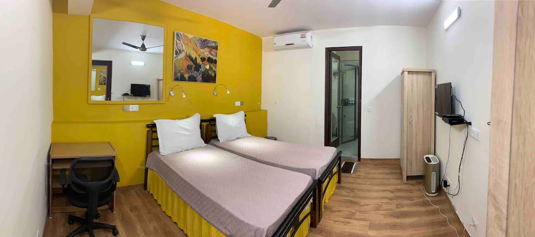 S. Delhi Twin Bedroom - Pr. Bath, Kitchen |Markets