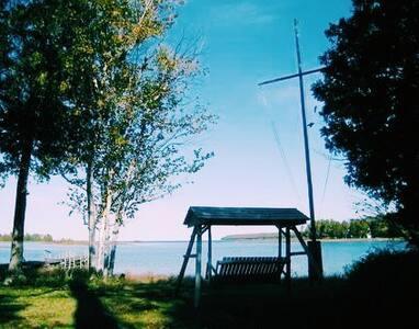 Gull Cottage Waterfront Home on Washington Island
