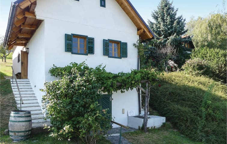 Holiday cottage with 2 bedrooms on 67m² in Gaas