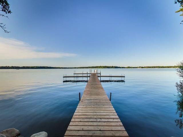 Expansive Green Lake Rambler