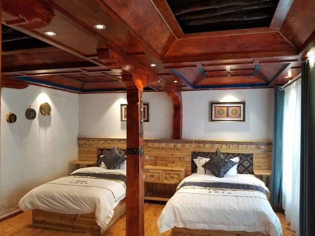 普通标间 两张床 干净整洁 独立卫浴 藏式民居庭院有草地 舒适 先查询有无空房大昭寺 布达拉宫106